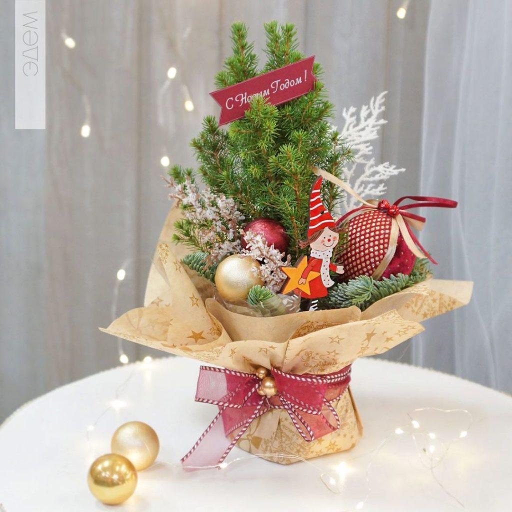 Наряженная ель Коника - отличный подарок на зимние праздники.